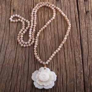 Mother of Pearl Flower pendant glass bead Necklace